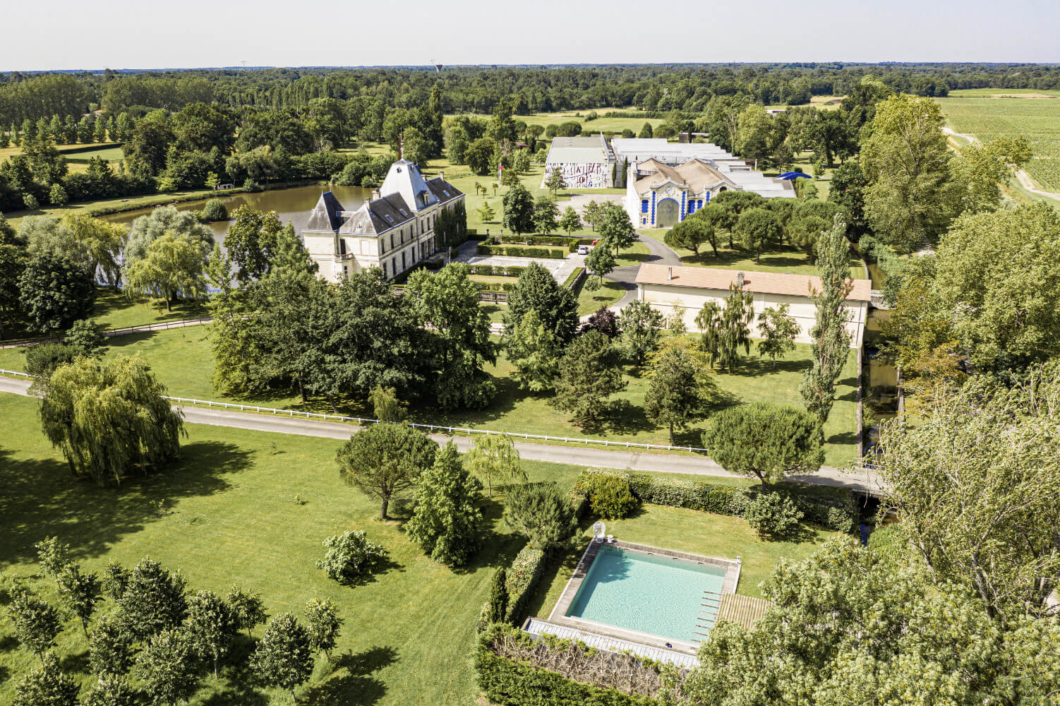 Piscine Haut de gamme à Arsac - Château d'Arsac - Aquitaine Piscines & Finitions